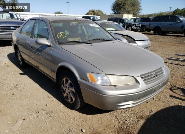 Lot #1618222843 1999 TOYOTA CAMRY LE salvage car