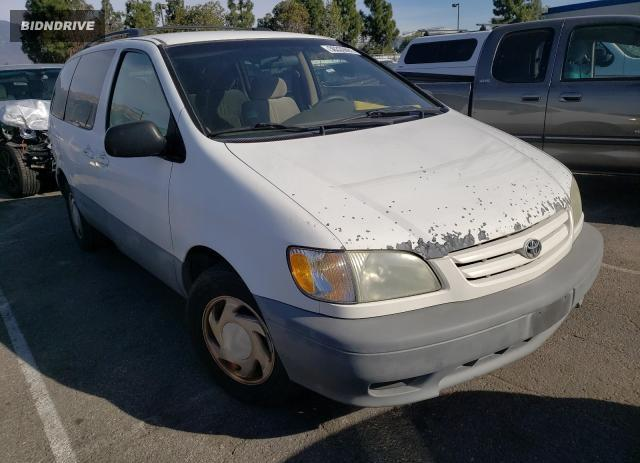 Lot #1640587613 2001 TOYOTA SIENNA LE salvage car