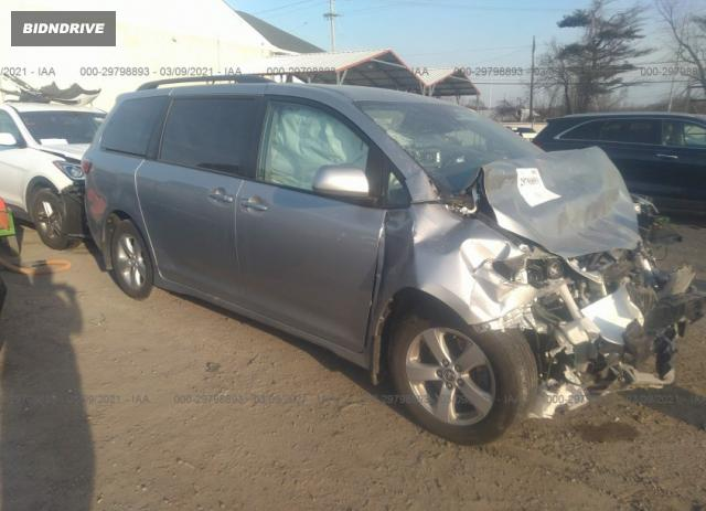 Lot #1714212589 2020 TOYOTA SIENNA LE salvage car